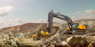 VCE - Volvo Contruction Equipment - EC750 excavator / Pelle hydraulique + A45G Articulated Hauler / Tombereau articulé