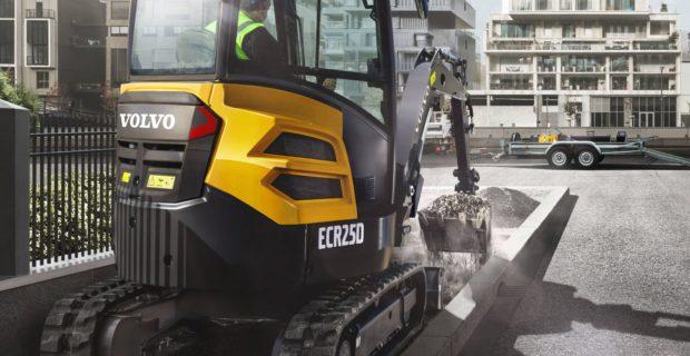 Volvo graafmachine ECR25D in actie - SMT