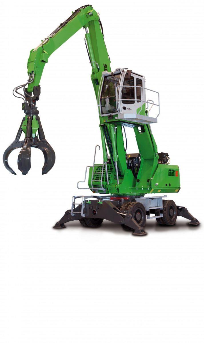 Sennebogen Mobile Material Handling Machine 821E in action - SMT