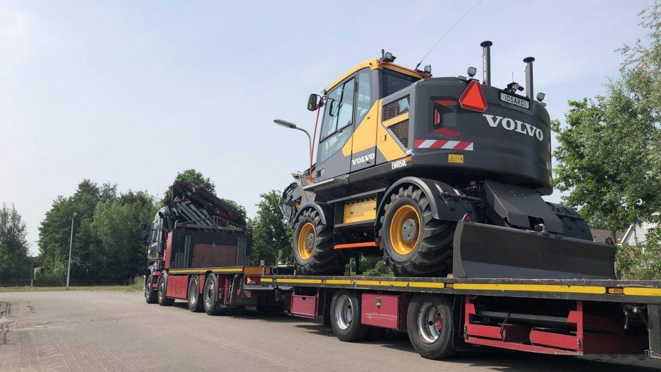 Volvo EWR150E met dig assist OP DIEPLADER